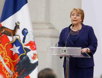 Bachelet anuncia proyecto para aumentar en 10% las pensiones básicas a partir de 2017