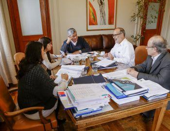 Hacienda afina últimos detalles del Presupuesto previo a cadena nacional de Presidenta Bachelet