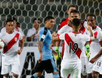 """Perú no se rinde: Vence a Uruguay en casa y sigue """"con vida"""" en Clasificatorias"""