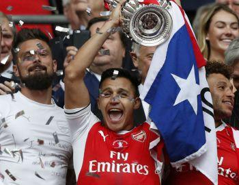 [VIDEOS] Alexis festeja título de Copa FA al ritmo de Despacito en el camarín de Arsenal