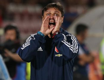 Hoyos valora amistoso ante River Plate y vuelve a comparar a uno de sus jugadores