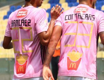 El motivo y la sanción que arriesga OHiggins por usar papas fritas como números en su camiseta