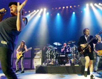A los 64 años muere ex guitarrista de AC/DC Malcolm Young