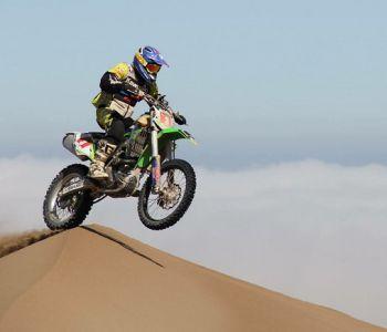 Piloto Cristóbal Guldman consigue tercer lugar en el rally Desafío del Desierto