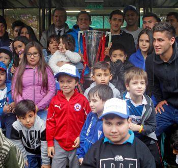 [FOTOS] Plantel de la UC campeón visita a niños de Coaniquem