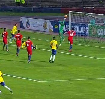 [VIDEO] La increíble doble atajada del arquero de La Roja Sub 20 ante Brasil