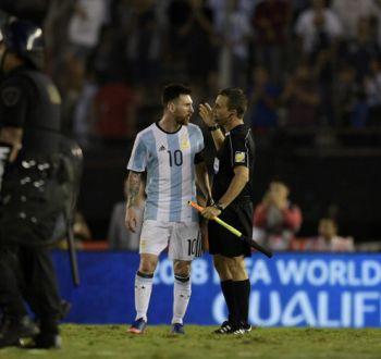 El insulto de Messi a un juez de línea y un asistente de árbitro en duelo Argentina-Chile