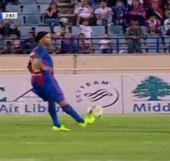 Como en sus mejores tiempos: la joyita de Ronaldinho en el partido de leyendas contra el Real Madrid