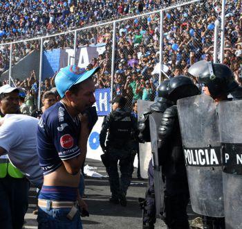 Tragedia en fútbol de Honduras: Avalancha en final de campeonato deja cuatro fallecidos