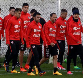 """[VIDEO] Con 22 jugadores arranca """"operación Copa Confederaciones"""" para la selección chilena"""