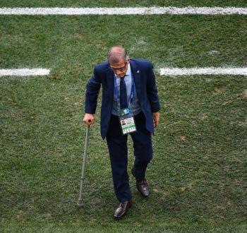 Tabárez renueva su contrato y podría dirigir a Uruguay con 75 años