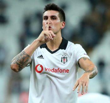 Chileno Enzo Roco es destacado entre los mejores del estreno de la Europa League