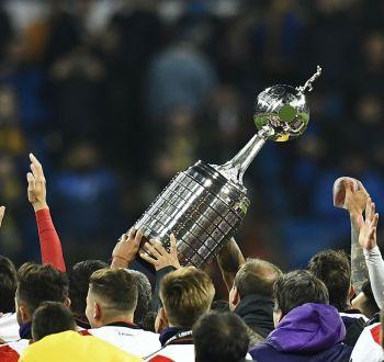 [VIDEO] El insólito error en el trofeo de la Copa Libertadores que revivió el triunfo de River Plate