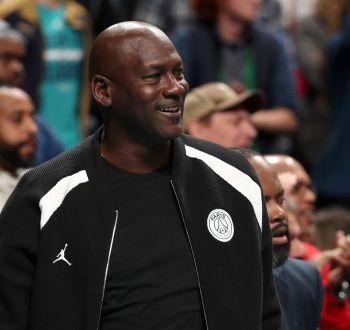 [VIDEO] Michael Jordan le pegó a un jugador de su equipo y tuvo una poderosa razón para hacerlo