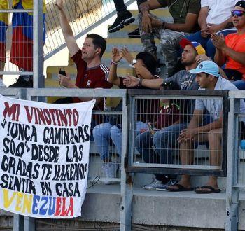 [VIDEO] Hinchas venezolanos se roban las miradas en el Sudamericano Sub 20