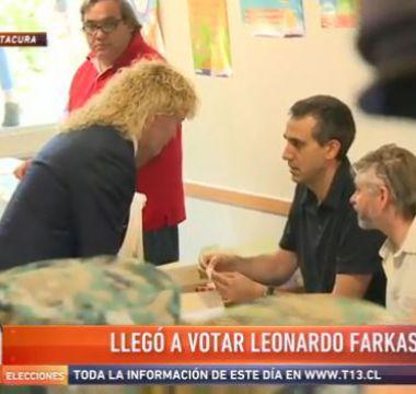 [VIDEO] Leonardo Farkas llega a votar con guardias y en Rolls Royce