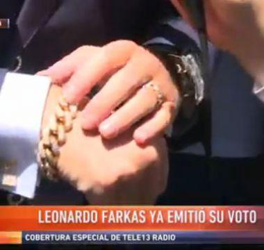 [VIDEO] Oro rosado y diamantes: la glamorosa pulsera con que Farkas fue a votar