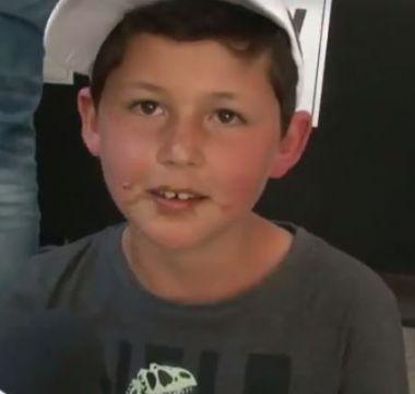 [VIDEO] El niño que pasó su cumpleaños como vocal de mesa se llenó de regalos