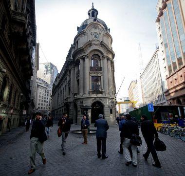 La Bolsa de Santiago cae 3,88% tras resultado electoral