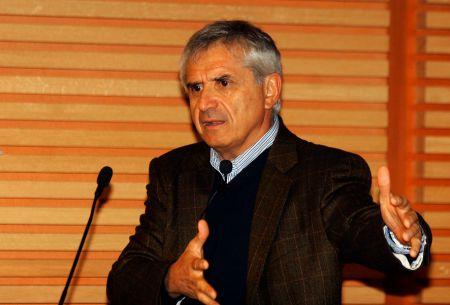 Eugenio Tironi: Ricardo Lagos debe presentarse como independiente en la Nueva Mayoría