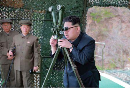Corea del Norte lanza misil desde submarino y ejército de EEUU acusa provocación