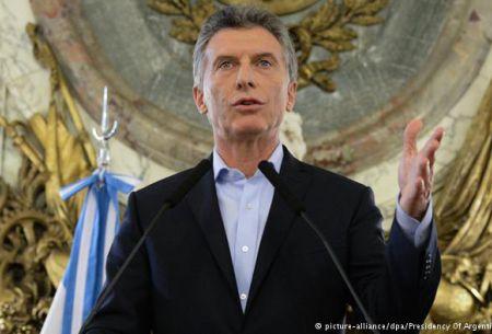 Macri, un año con mucho ruido de cambio en una Argentina estancada