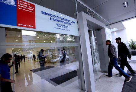 Extranjeros: Iniciativa del Registro Civil facilitará realización de trámites