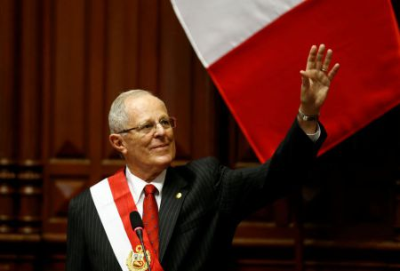 Kuczynski asume presidencia de Perú con desafíos en seguridad y economía
