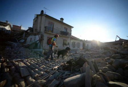 Aumenta a 247 cifra de muertos por terremoto 6,2 en Italia
