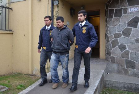 Caso Luchsinger-Mackay: PDI allana domicilio de imputado prófugo