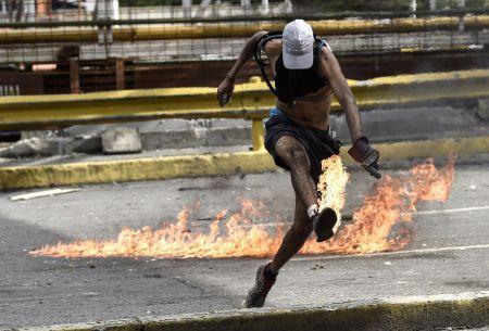 Protestas en Venezuela superan las 100 víctimas fatales