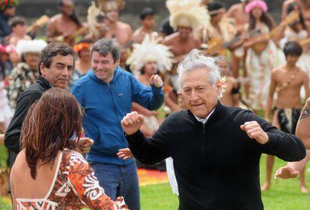 [FOTOS] Ministros bailan en traspaso del parque Isla de Pascua