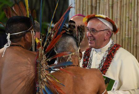 """El Papa en Perú dice que la trata de personas es """"esclavitud"""" en visita a Amazonía"""