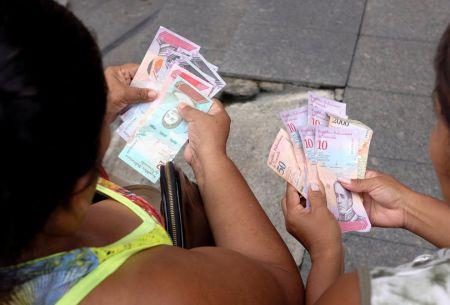 Venezuela: la difícil búsqueda del bolívar soberano en el primer día hábil de la nueva moneda