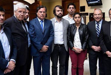 Jorge Sharp y parlamentarios por paro portuario
