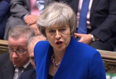 Theresa May sobrevive a moción de censura en el marco del Brexit