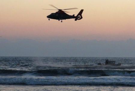 Joven muere tras quedar sepultado en túnel de arena que él mismo habría excavado en playa de El Tabo