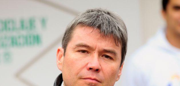 Ministro Mena aporta recursos a campaña de diputado PC contrario a Dominga