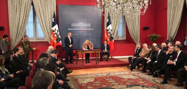 Presidenta Bachelet envía proyecto que modifica Ley de Bancos