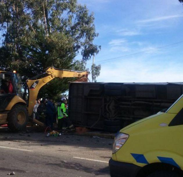 Mueren 5 personas tras colisión triple en Carahue