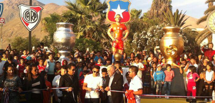 Inauguran estatua en honor a Alexis Sánchez en Tocopilla