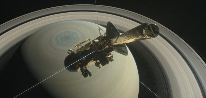La sonda Cassini realiza primer descenso sobre los anillos de Saturno