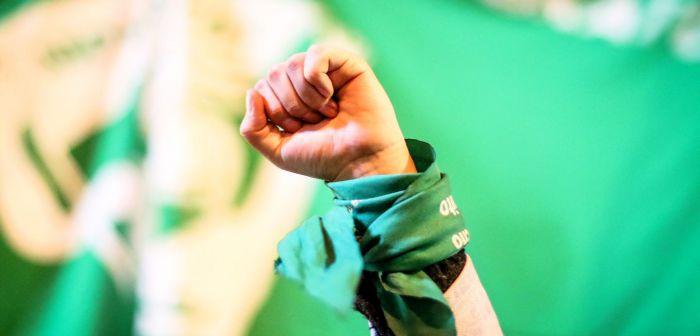 Bachelet rechaza ataque a mujeres en marcha por aborto