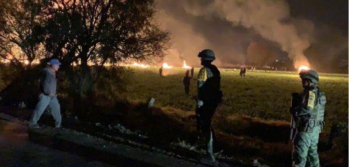 México: Por qué policías y militares no dispersaron a la multitud afectada por la explosión de Pemex