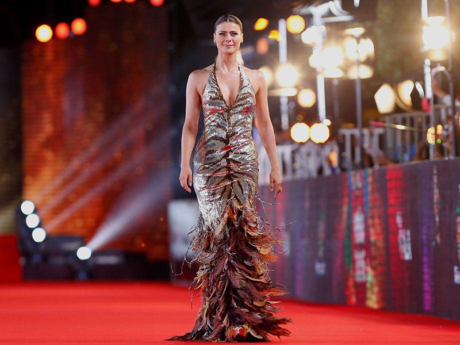 [FOTOS] El espectacular look que lució Tonka Tomicic en la red carpet de  Viña 2016
