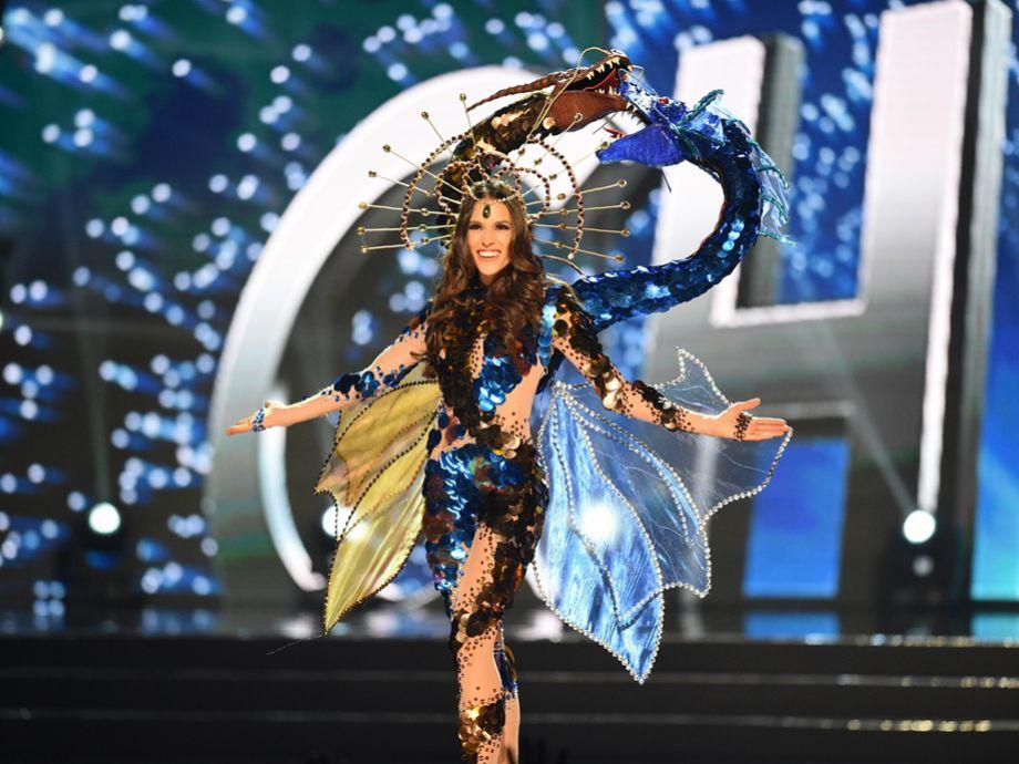 7085f18d5bf6 FOTOS] Miss Chile desfila en las preliminares de Miss Universo | Tele 13