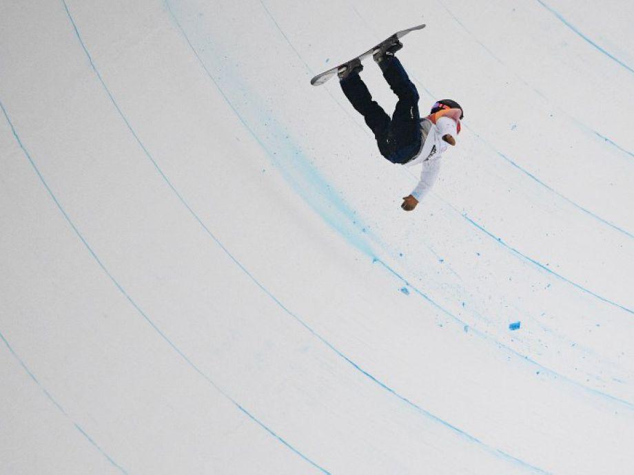 La espectacular caída de snowboarder japonés la peor de los